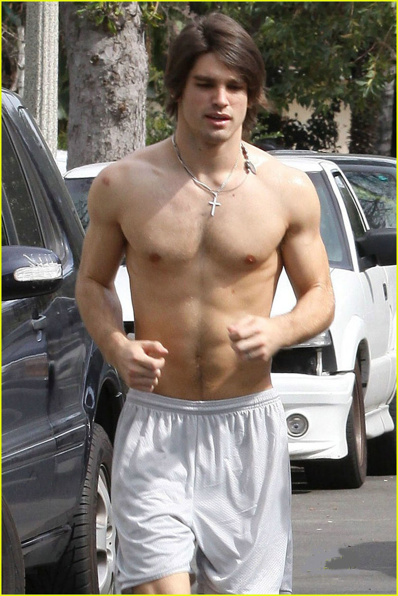 Miley-cyrus-justin-gaston-jogging-shirtless-04