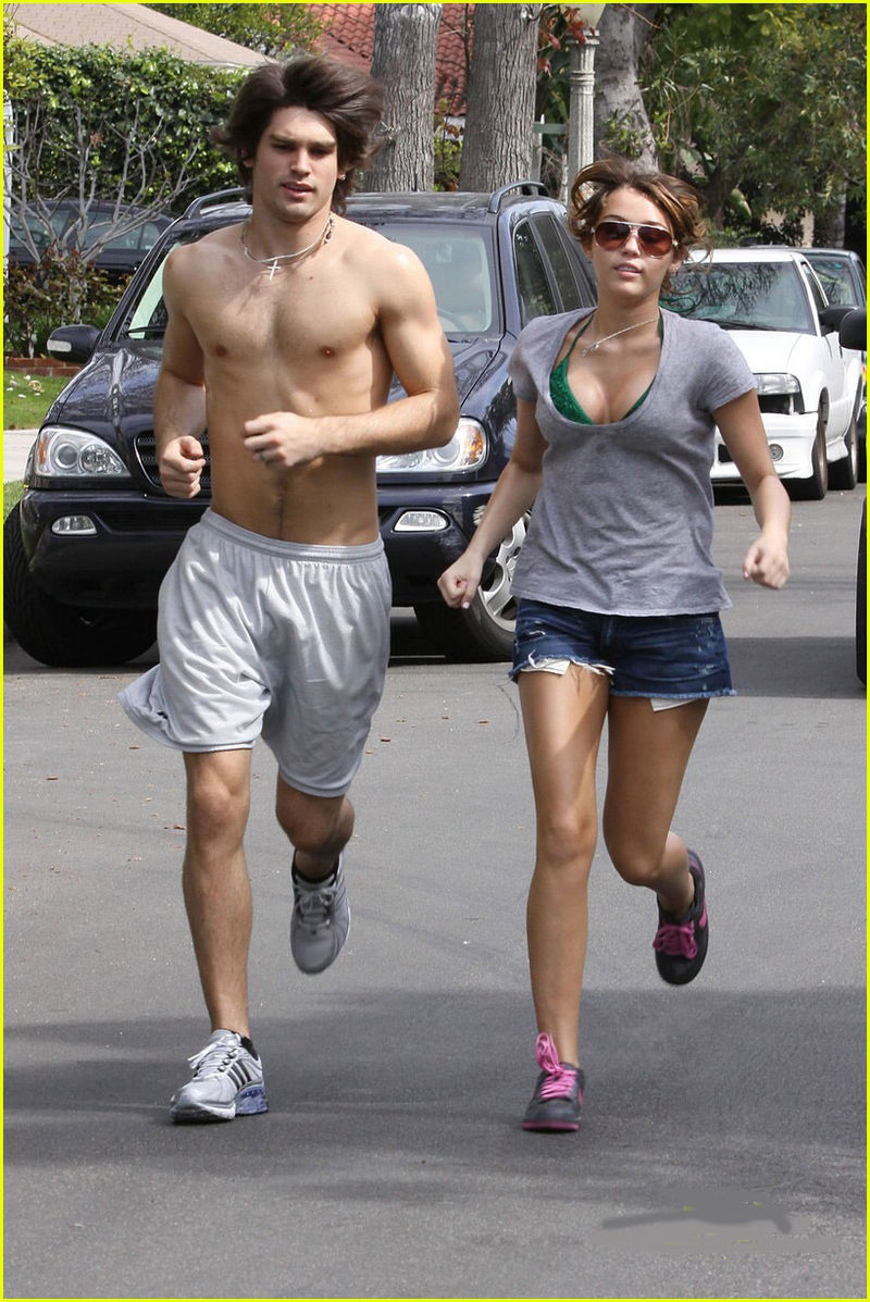 Miley-cyrus-justin-gaston-jogging-shirtless-01