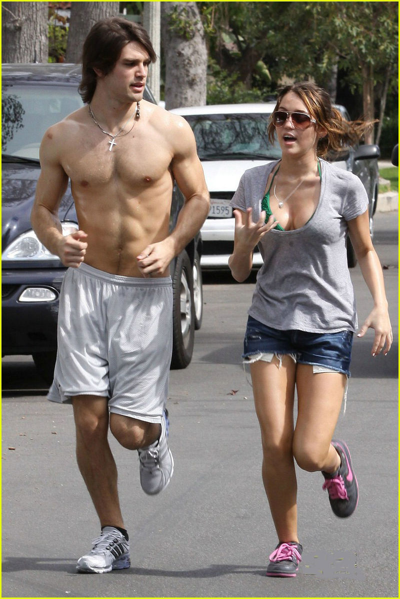 Miley-cyrus-justin-gaston-jogging-shirtless-11