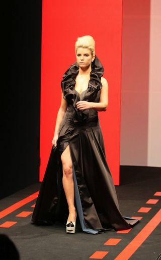 Jessica_simpson_fashion_show-4