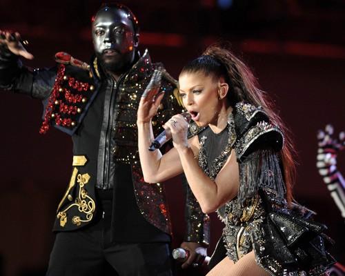 black eyed peas fergie pees on stage. the Black Eyed Peas were