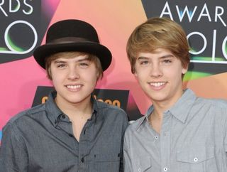 91_11034_510_dylan-cole-sprouse-kids-choice-awards-02