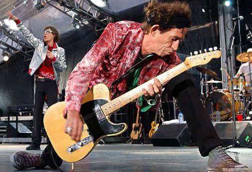 Wear-rock-stars-used-guitar-strings-keith-richards